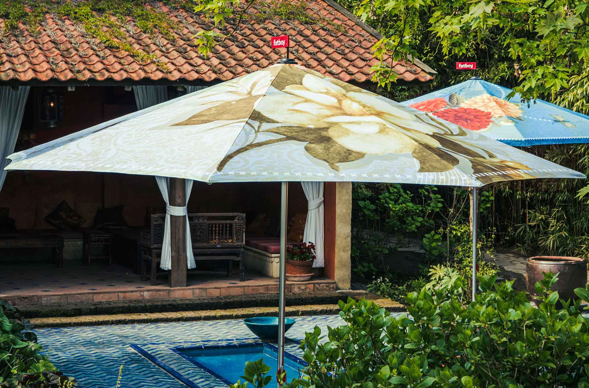 Large garden parasols in various designs | Fatboy